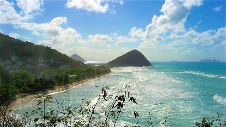 Long Bay, Tortola (archieffoto 2008, situatie met buitengewoon hoge golven)